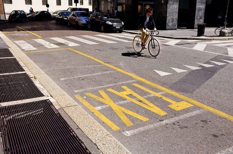 Tanie taxi w Krakowie bezpiecznie dowiezie Cię do celu