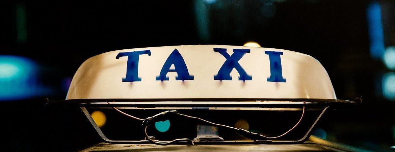 Jakich zasad savoir-vivre warto przestrzegać w taksówce?