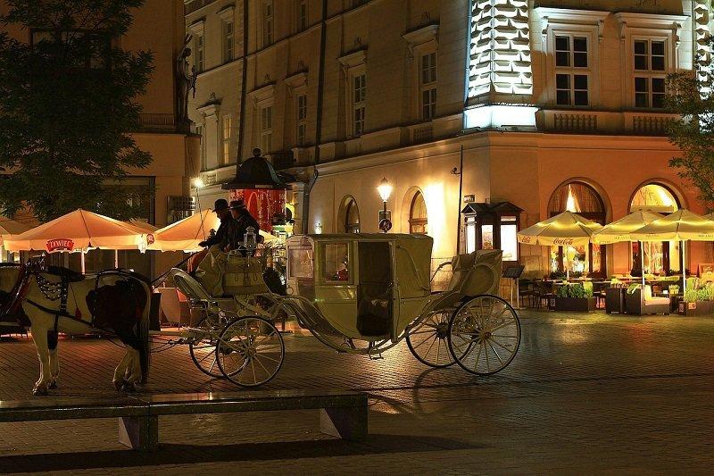 Konna dorożka na rynku w Krakowie