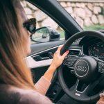 Kobieta w zawodzie taksówkarza